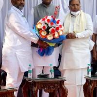 Karnataka independent MLA extends support to Congress