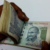 Bag with Rs 1 lakh cash forgotten at Red Fort Metro Station