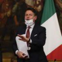 Italy tightens anti-Covid curbs after rise in cases