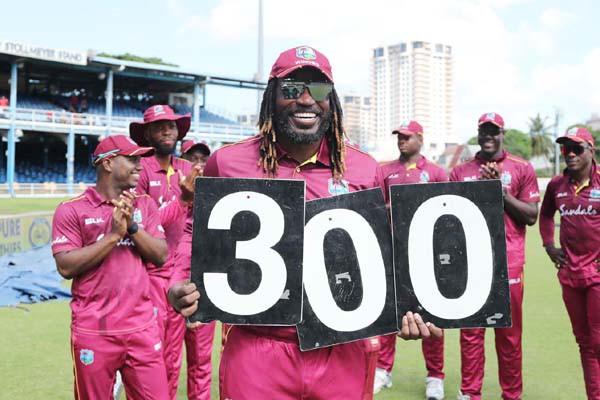 गेल 300 एकदिवसीय खेलने वाले वेस्टइंडीज के पहले बल्लेबाज बने  लारा का रिकार्ड तोड़ा